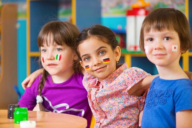 چه زمانی باید کودک شروع به یادگیری زبان دوم کند؟